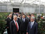 Президент Армении Серж Саргсян посетил расположенную в общине Гохт теплицу по выращиванию роз