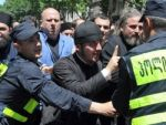 Около 30 человек пострадало в ходе столкновений защитников и противников геев в центре Тбилиси