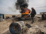 Сирийские террористы продают нефть в Турцию ведрами