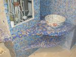 Отделка изогнутых поверхностей мозаичной плиткой