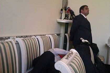 На приеме у Генпрокурора Армении уснул один из участников встречи