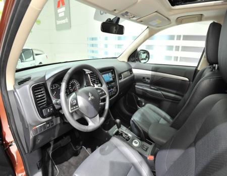 Мягкий интерьер Mitsubishi Outlander третьего поколения