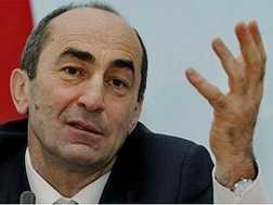 Диалог между екс-президентом Армении и премьером напоминает дачу показаний друг против друга