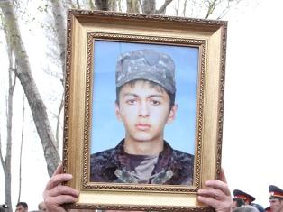 Запланированный судебный процесс пришлось отложить - дело об убийстве солдата Люкса Степаняна так и не было рассмотрено