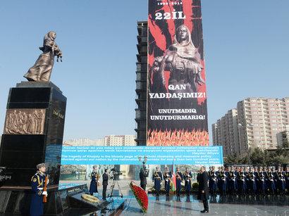 Президент Азербайджана вместе со своей супругой пришли на церемонию поминовения жертв Ходжалинского геноцида
