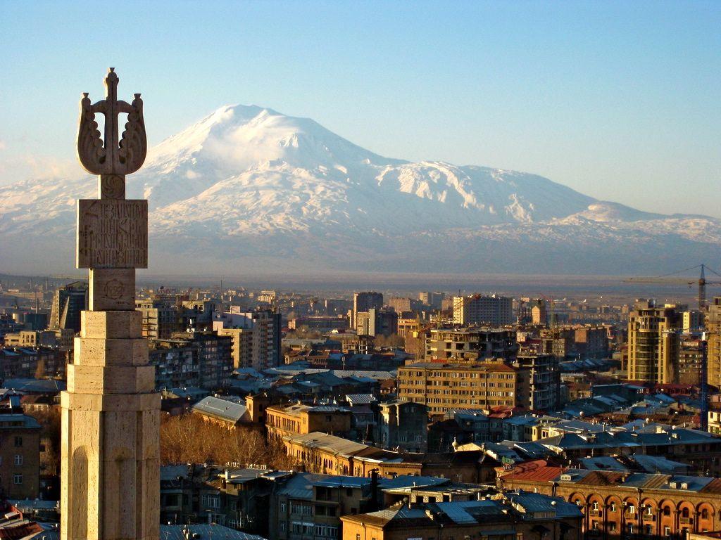Армянская сторона предоставила бежавшей из Республики Азербайджан семье политическое убежище