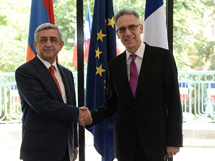 Президент Франции принял поздравления от Президента Франции